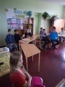 """Ar lielu interesi skolēni vēro un dzīvo līdzi filmas """" Sapņu komanda 1935"""" varoņiem. Šīs dienas aktivitātes skolā notiek ar projekta Latvijas skolas soma atbalstu un finansējumu."""